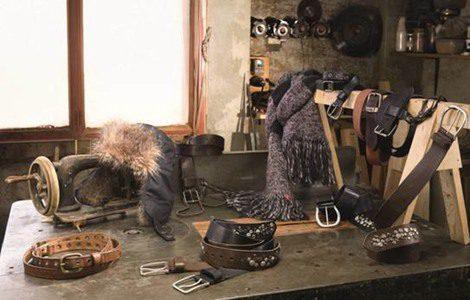 Cinturones y gorros de pelo, los accesorios perfectos de Levi's para este invierno