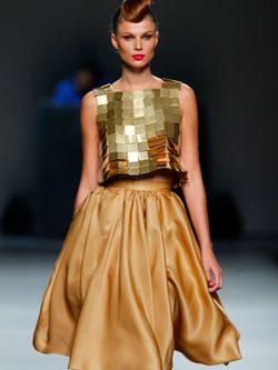 Juana Martín opta por el black & white y el dorado para la primavera 2012