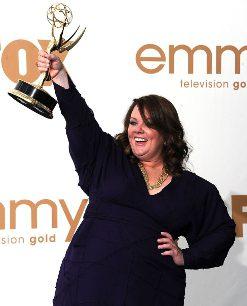 Melissa McCarthy con su Emmy