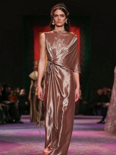 Flecos, vestidos vaporosos y mucho brillo Foto: corterías de Dior