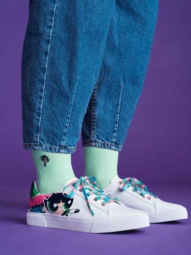 Calcetines y zapatillas de 'Las Supernenas x Bershka'