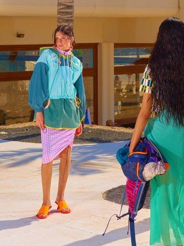 'This is hot' está impregnada de colores vivos propios de la primavera/verano | Foto: Bimba y Lola