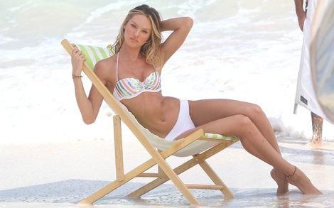 Candice Swanepoel, muy sexy con los bikinis de Victoria's Secret para la primavera 2013