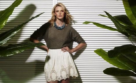 Anne Vyalitsyna con un look de la colección primavera/verano 2013 de Suiteblanco
