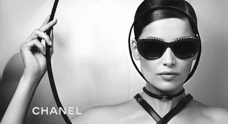 Laetitia Casta con la colección de gafas de Chanel para la primavera/verano 2013