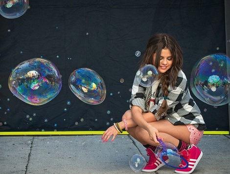 Selena Gomez durante la sesión de fotos de Adidas