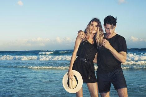 Doutzen Kroes con un look total black de H&M