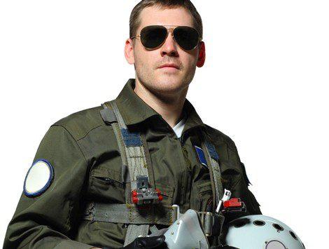 Piloto con gafas de sol aviador