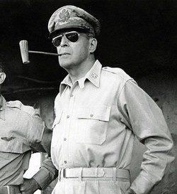 El General Douglas MacArthur