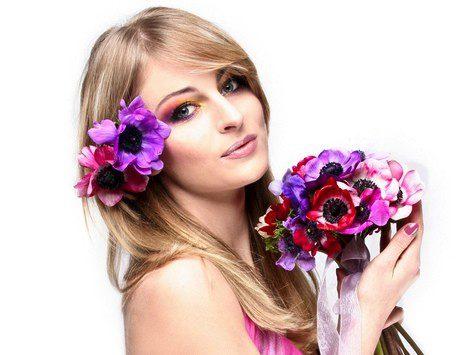 Puedes apostar por los adornos florales como tocado