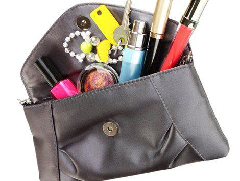 Evita llevar muchas cosas en tu bolso