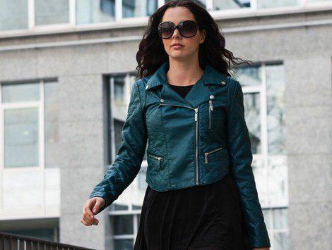 Puedes lucir tu chaqueta de cuero con vestidos o prendas de noche