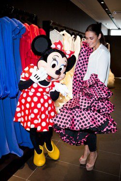 Vicky Martin Berrocal y Minnie Mouse