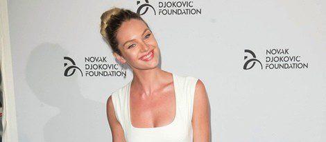 Candice Swanepoel en una gala benéfica