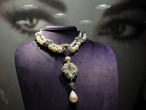 Christie's subastará gran parte de la colección de joyas y vestidos de Elisabeth Taylor