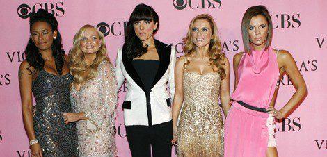 Victoria Beckham y las Spice Girls en 2008