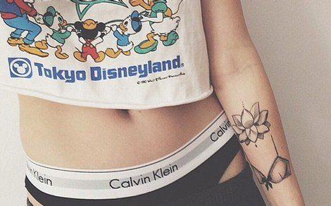 Ireland Baldwin muestra su ropa interior de Calvin Klein en su Instagram