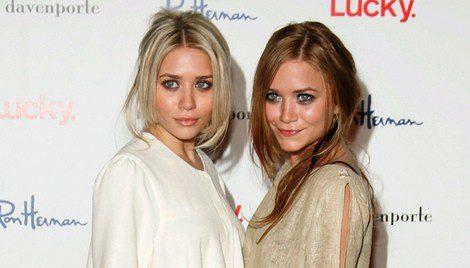 Mary-Kate y Ashley Olsen en un evento