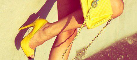 Luce el amarillo con los mejores complementos