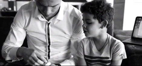 Cristiano elige con su hijo el reloj TAG Heuer que más le gusta