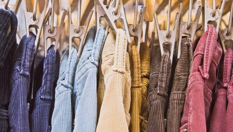 Hay que tener cuidado con las prendas gruesas podría caer en demasiado recargado el look