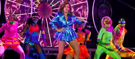 Cantantes como Rihanna apuestan por los colores flúor para subirse al escenario