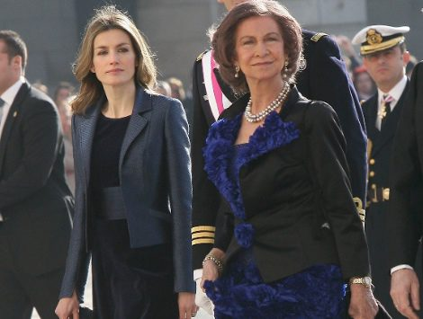 La Reina Sofía y Letizia eligen el azul cobalto para el día de la pascua militar