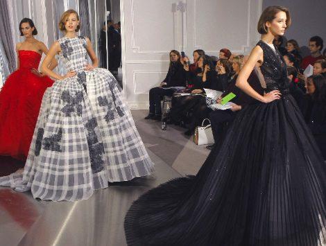 Christian Dior se reinventa sobre las pasarelas de Alta Costura de París en su era post Galliano
