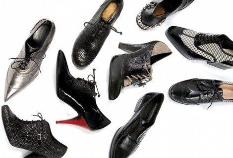 Calzado: zapatos de aguja, salones o zapatos planos tipo Oxford