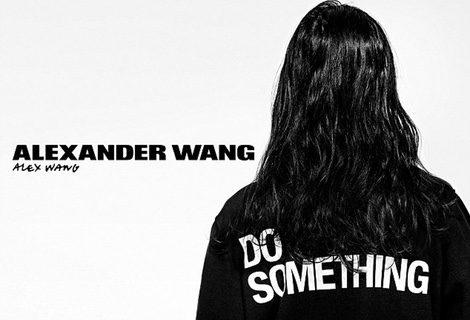 El diseñador Alexander Wang posa en su campaña benéfica con Do Something