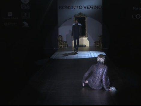 Roberto Verino abre la pasarela con diseños maxi en negro y marrón como grandes protagonistas