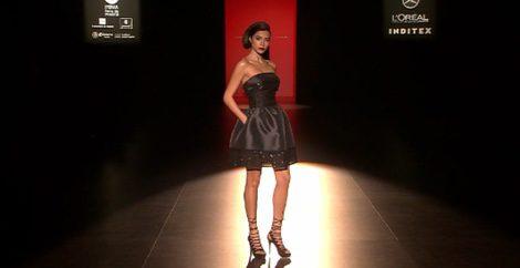 Vestidos cortos con efectos brilli son la clave de la colección