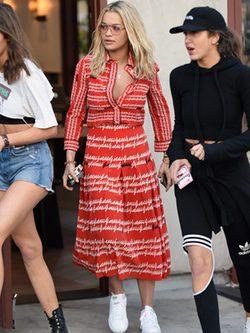 Rita Ora con conjunto de Gucci