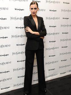 Nieves Alvarez con Esmoquin Yves Saint Laurent