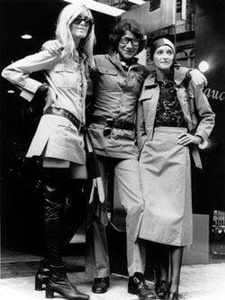 Yves Saint Laurent con chaqueta Sahariana