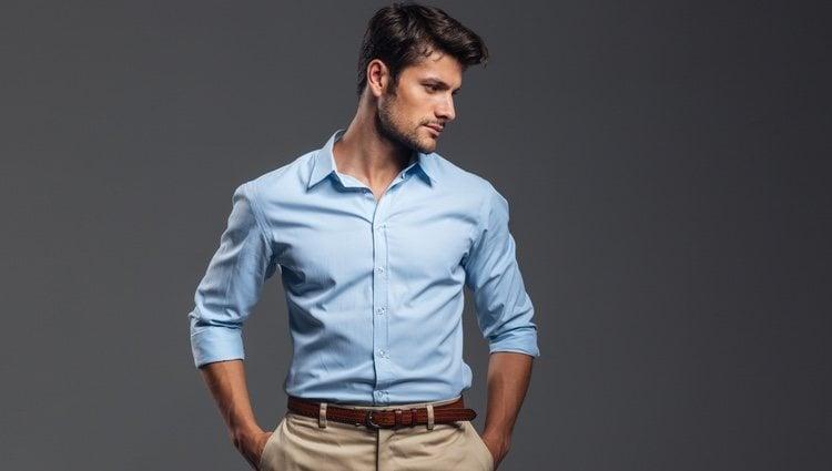 Si se prefiere un estilo más informal, la mejor opción es un pantalón chino