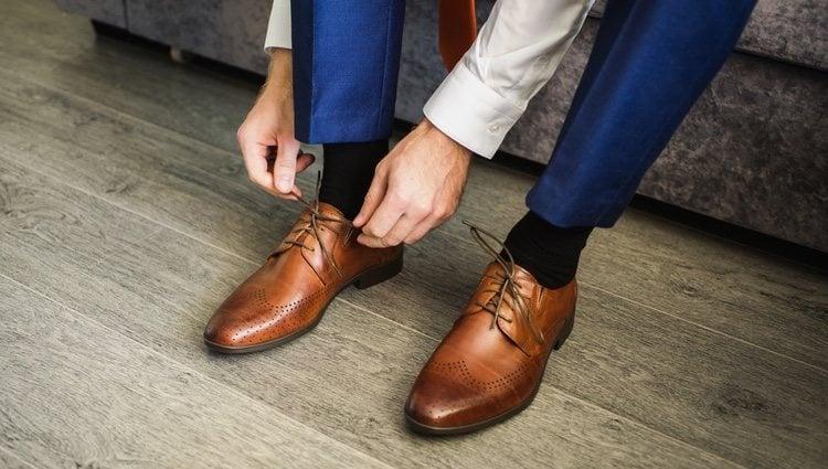 Apostar por unos zapatos de vestir marrones ayudarán al look informal a darle un toque especial