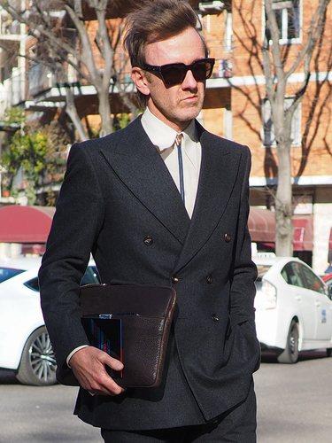 Los hombres deben de evitar ropa informal