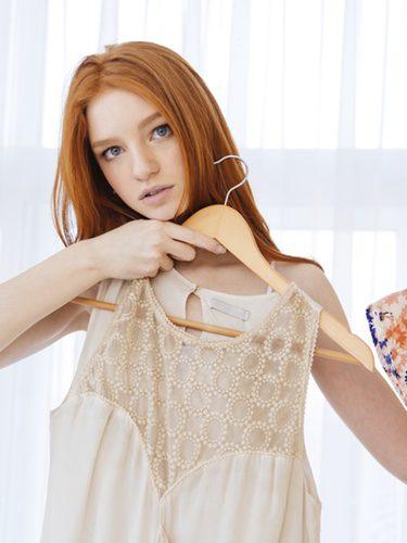 Blusas de tirantes o crop tops son una buena opción para el verano