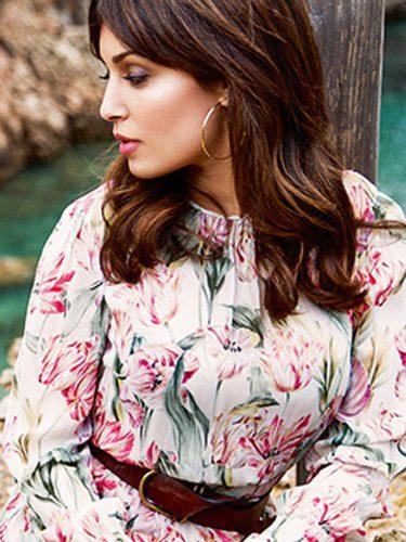 Hiba Abouk con un vestido de Zara/ Woman Madame Figaro