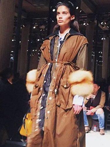 Sara Sampaio desfilando para Elie Saab / Instagram