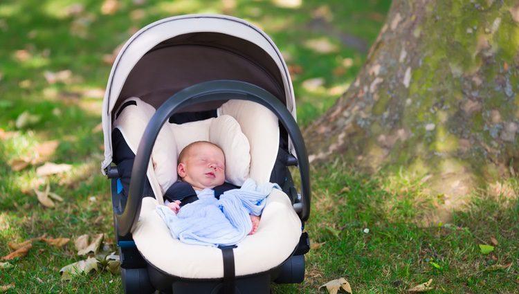 Los bebés deben estar a la sombra, protegidos del sol