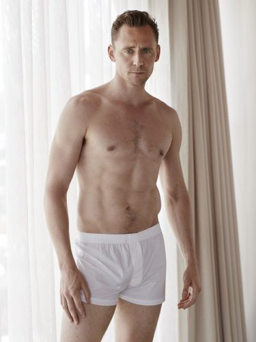 Tom Hiddleston posando en ropa interior