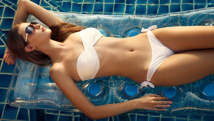 Algunas mujeres solo se preocupan del bikini que lucirán en la piscina