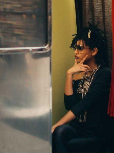 Willow Smith en la nueva campaña de gafas de sol de Chanel