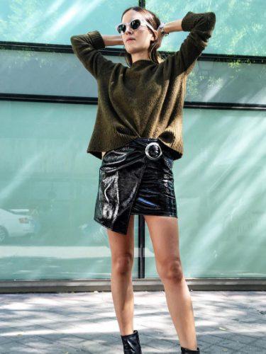 Gala González con una falda de la colección de Mango F/W 2016
