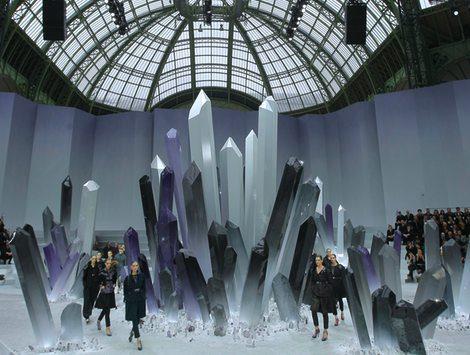 Las propuetas más futuristas llegaron a París de la mano de Chanel y Alexander McQueen