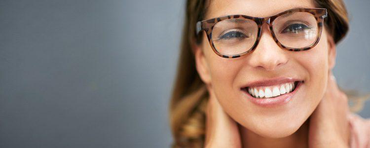 Gafas con montura redonda, ideales para la cara alargada
