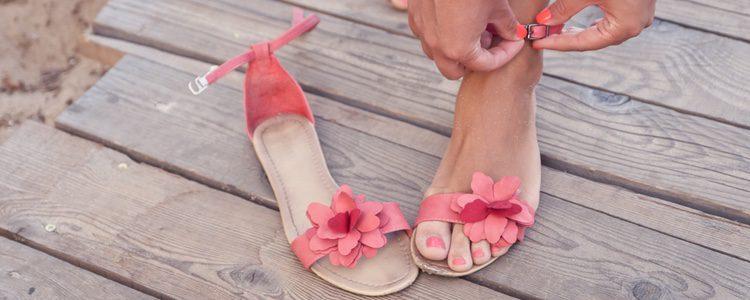Las sandalias planas son muy cómodas y existen miles de modelos