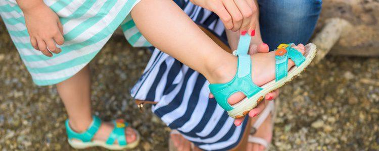 Los calzados abiertos son más cómodos y frescos para los niños
